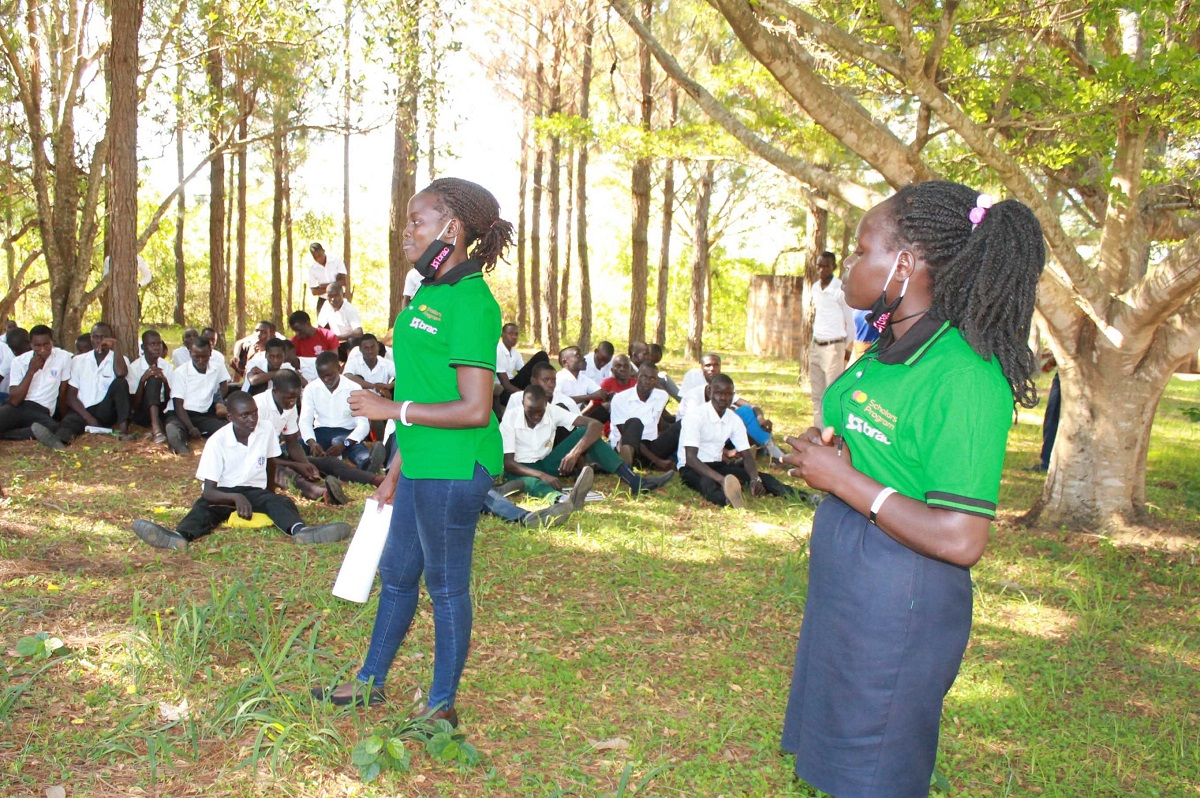 As Deputy Chairperson of the Mastercard Foundation Scholars Alumni group, Cynthia organizes and participates in community service and leadership activities alongside other former participants of the BRAC program.
