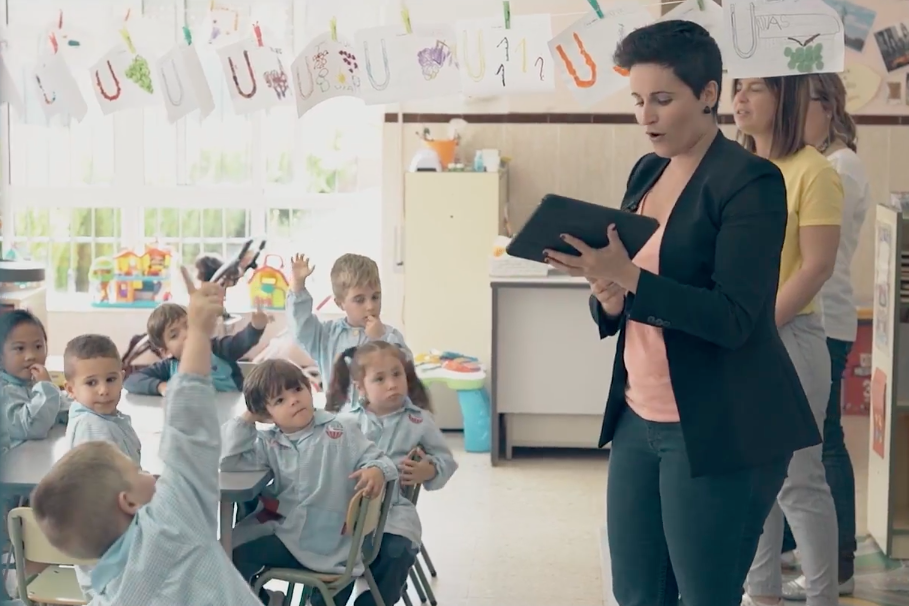 Amélie's nonprofit, Aprendices Visuales, uses technology to drive inclusion by teaching through visual learning.